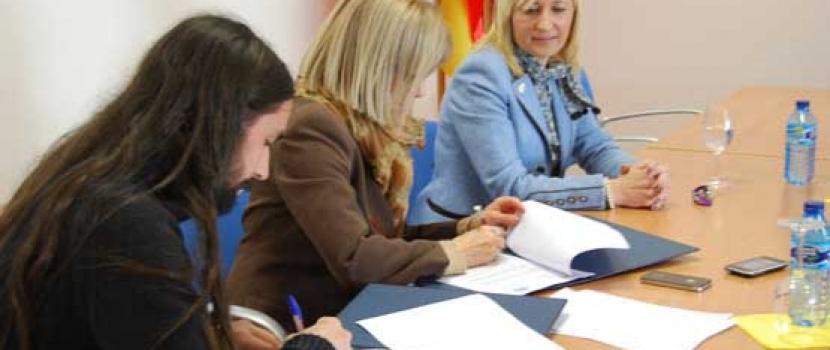 """La UVa y El Hueco firman un convenio """"porque es imprescindible fomentar el emprendimiento"""""""